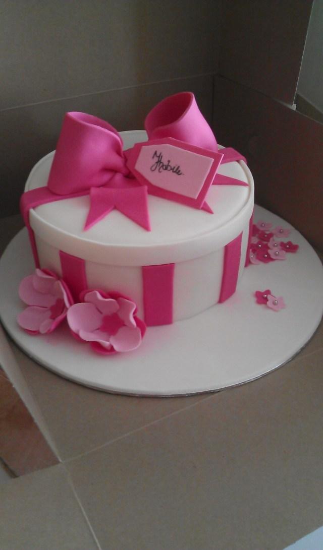 Birthday Cakes For Women Round Gift Box Cake Pinterest