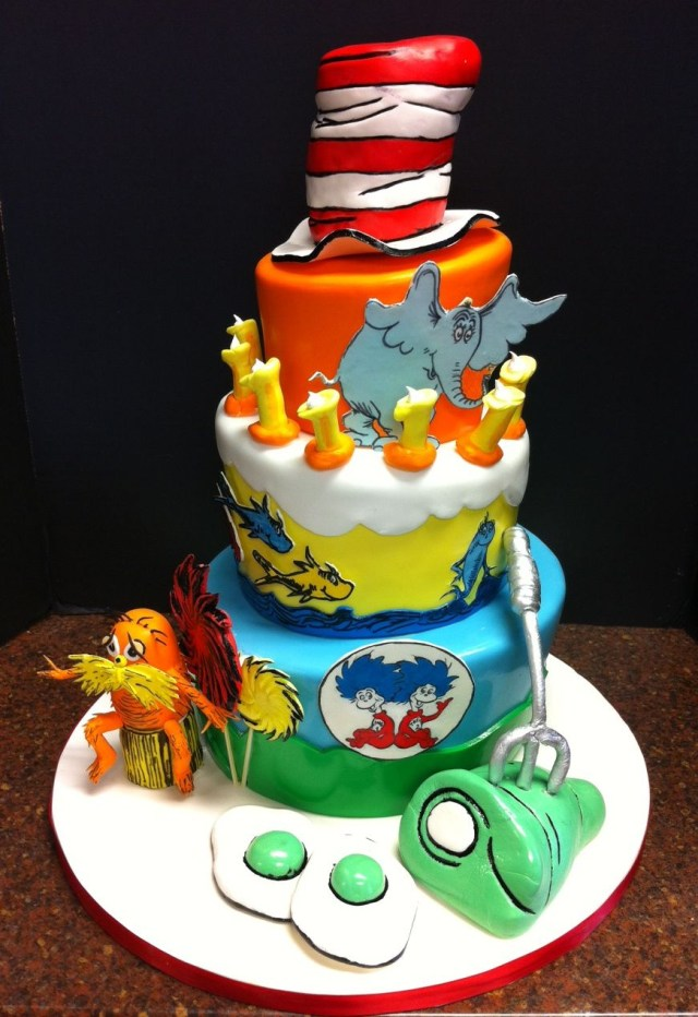 Dr Seuss Birthday Cakes Dr Seuss First Birthday Cake This Was My First Topsy Turvy Cake