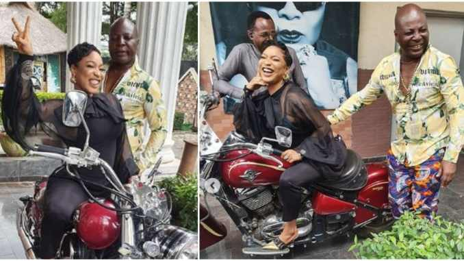 Tonto Dikeh meet with Charly Boy at his home