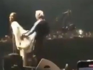 Again oh : Wizkid Continuously Press Tiwa Savage's Yansh On Stage