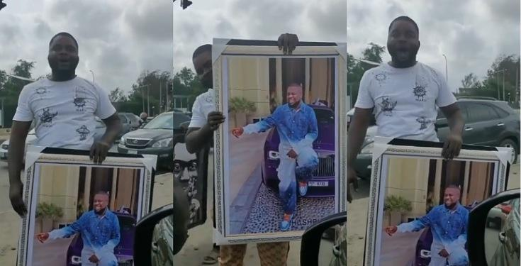Man spotted selling Hushpuppi's portrait in traffic for N30,000 [VIDEO]