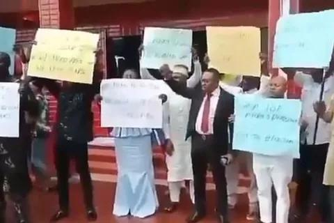 "#EndSARS: ""We Want SARS"" – Nigerian Parents Protest."