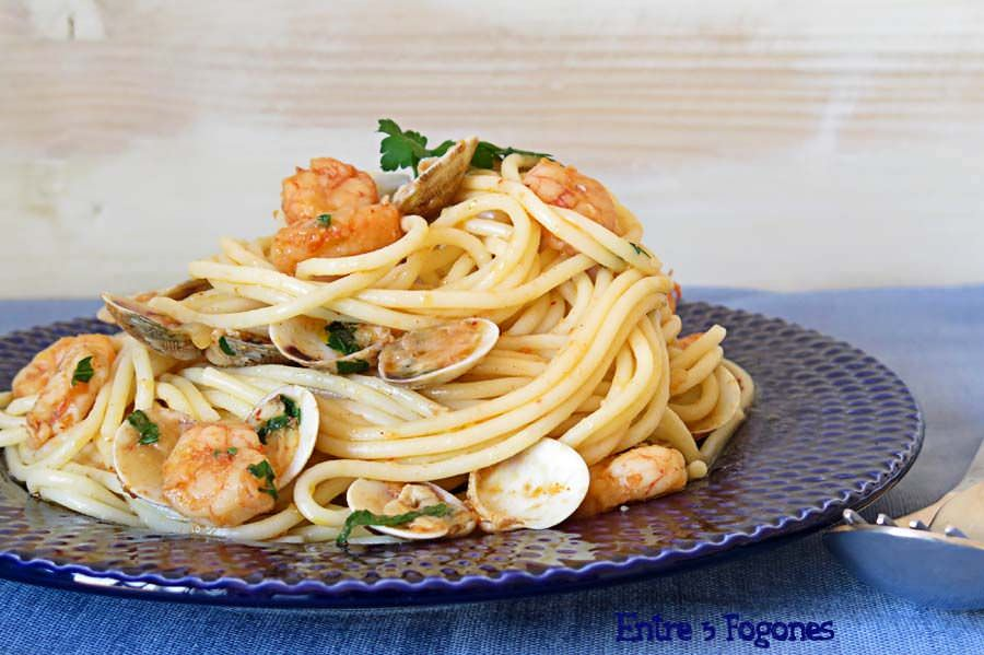 Photo of Espaguetis con Gambas y Almejas