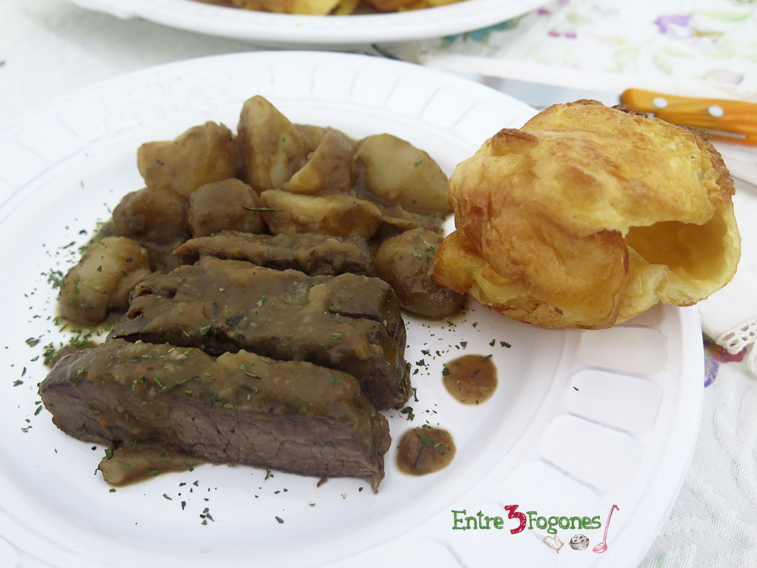 Photo of Roast Beef con Yorkshire Puddings. Receta Británica