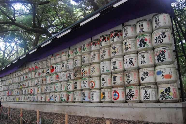Barriles de sake antiguos en el Parque Yoyogui