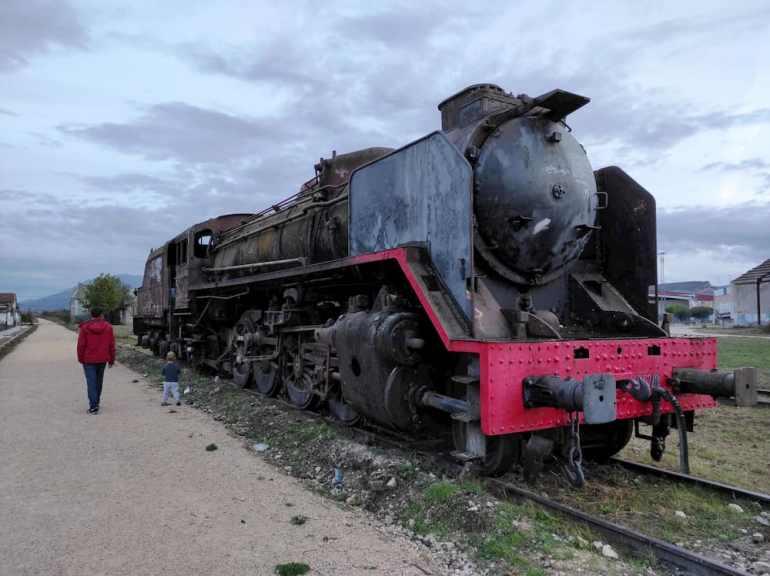 Tren de vapor abandonado en Burgos