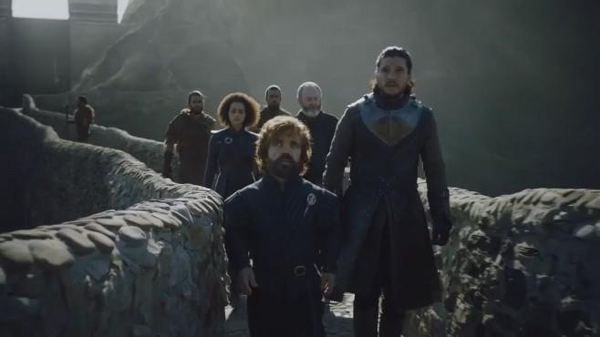 Jon y Tyrion cruzando el puente de Gaztelugatxe