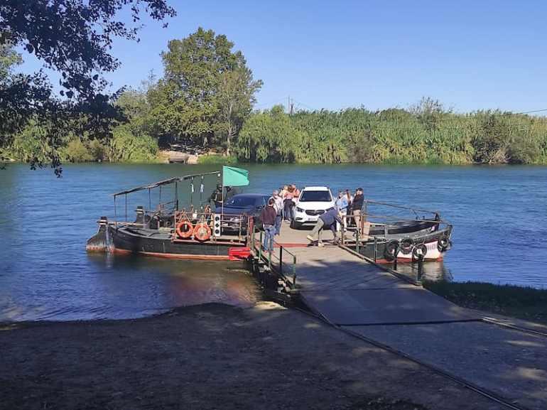 Paso de barca en Miravet