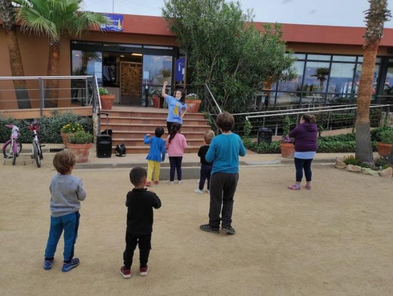 Clase de Zumba Kids en el Camping del Mar