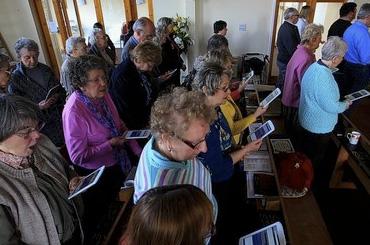 Iglesia sustituye biblias por tablets