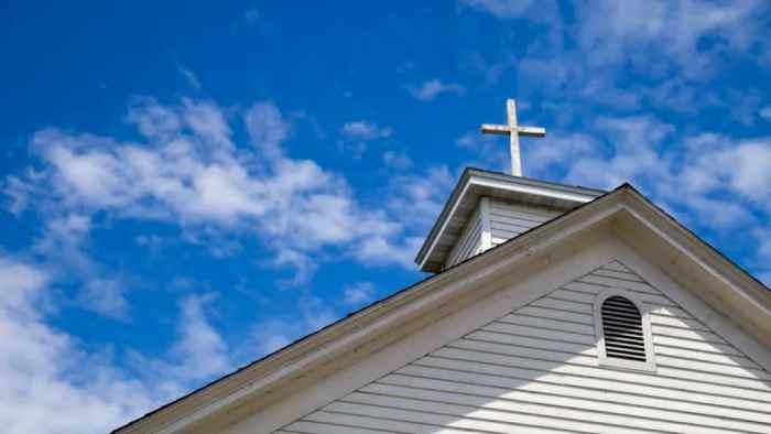 Se cierran más iglesias