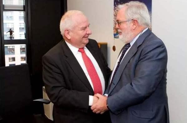 Miguel Arias Cañete y Joseph Daul. / MAGRAMA