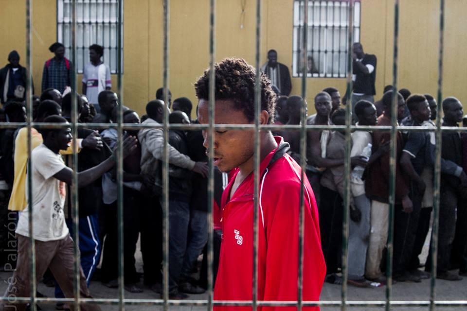 Uno de los chicos que ha atravesado hoy la valla de Melilla. / José Palazón