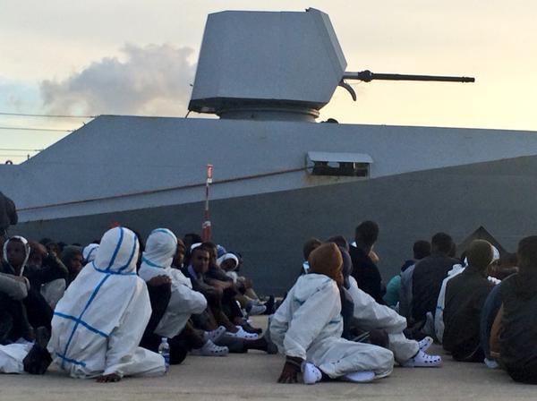 La #UE aprueba misión militar en el #Mediterráneo para frenar el flujo migratorio entre #Europa y #Libia