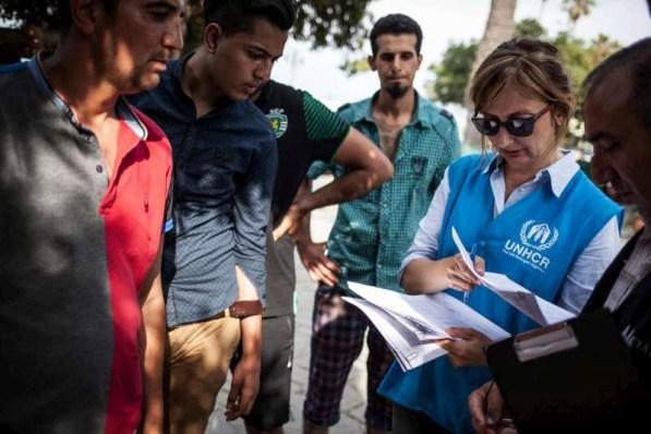 Personal del ACNUR registra a refugiados en Grecia. Foto de archivo: ACNUR/S. Baltagiannis
