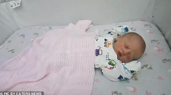 Mãe Dá Luz A Menino Depois De 8 Ultrassons Que Mostravam Uma Menina!