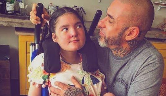 Chef De Cozinha Fogaca Se Emocina Após Ver Sua Filha Que Tem Epilepsia Ficar Em Pé Sozinha