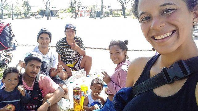 familia venezolana camina Paraná