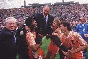 Rinus-Michels el creador del futbol total