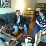 El traductor del entrenador de futbol en el extranjero