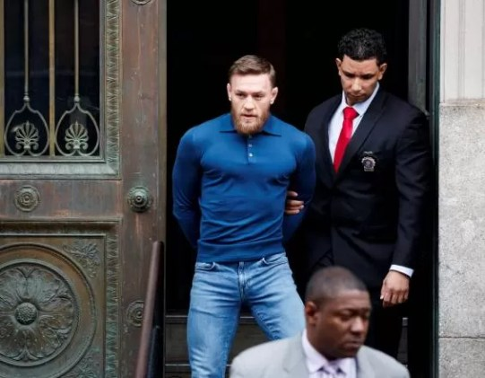 Connor McGregor arrestado, incidencte, robo movil, golpear bus, peleas, comisaria, arresto