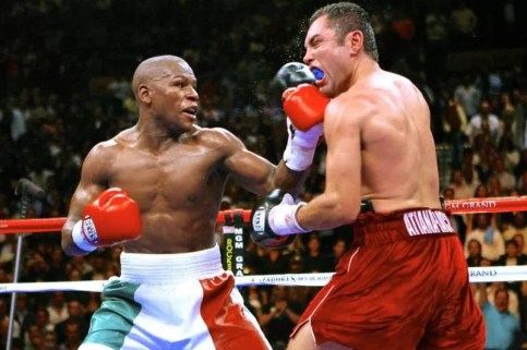 foto mayweather vs de la hoya, combate más famoso