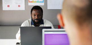 mengatasi sikap karyawan yang tidak terbuka