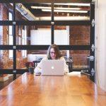 cara menghadapi orang introvert di lingkungan kerja