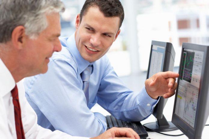 memimpin karyawan yang lebih tua