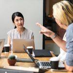 cara menyampaikan kritik yang baik pada karyawan