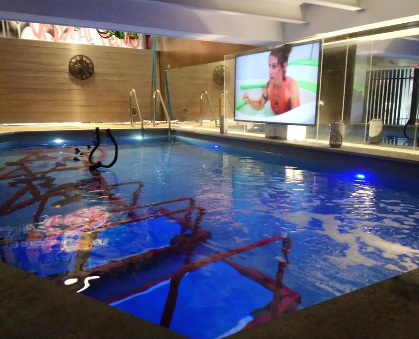piscine intérieur pour l'aquabiking