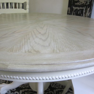 Starburst Pedestal Table With Driftwood Stain
