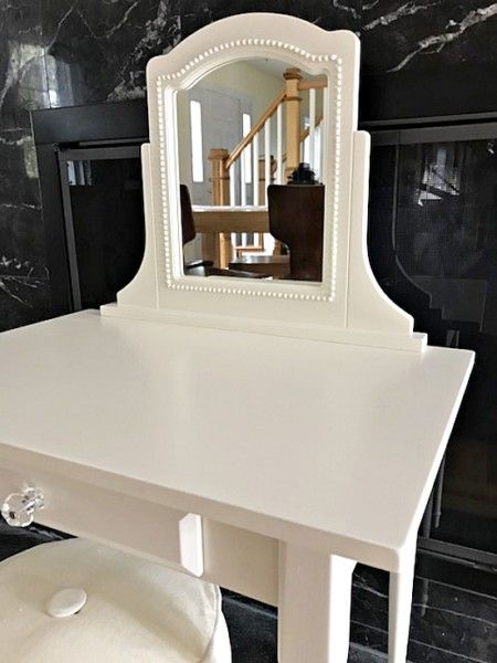 kids vanity with mirror