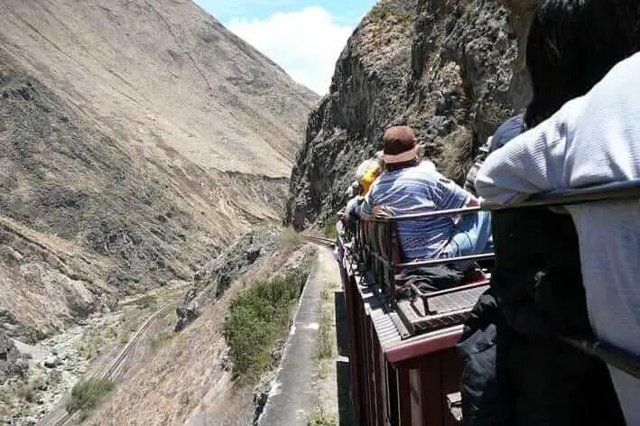 Lugares turisticos de Ecuador Nariz del Diablo