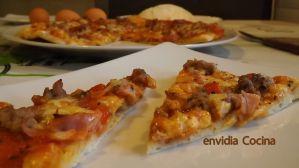 Pizza de carne con salsa barbacoa