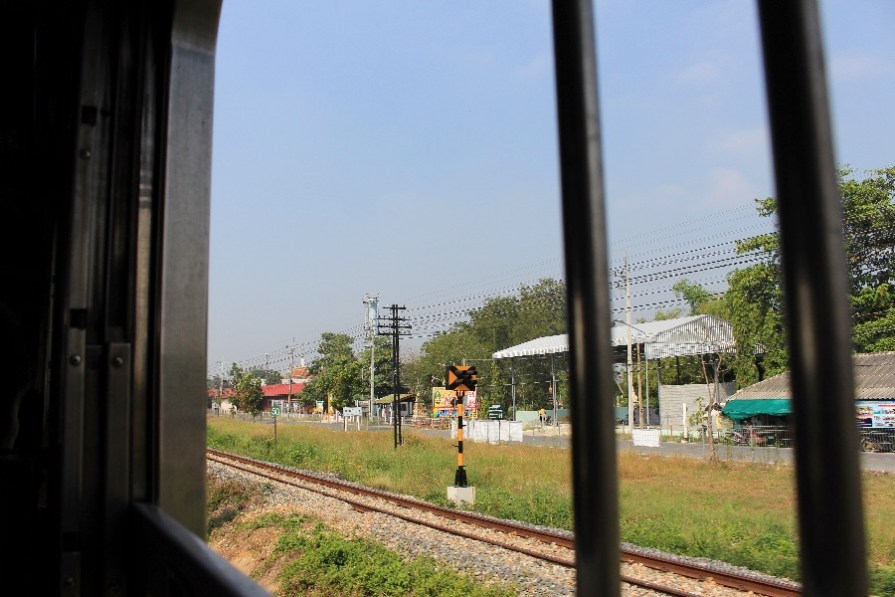 La vue du train en direction de Petcahburi.