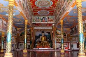 Le temple de Lak Sao.