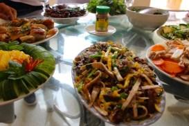 Une table typique vietnamienne