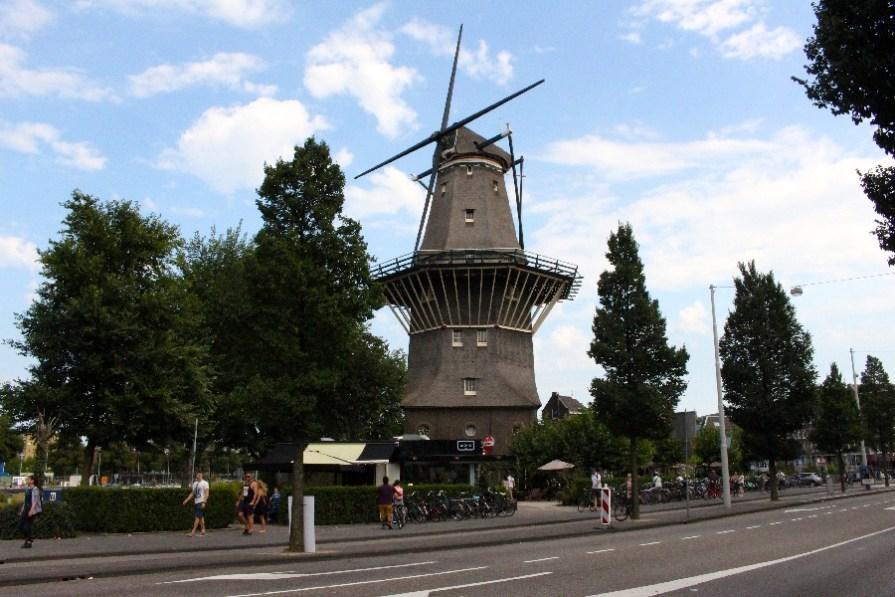 Normal, un moulin en pleine ville!