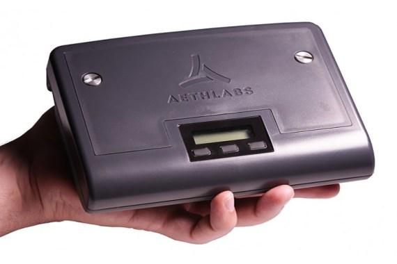 Aethlabs MA300 Rußmessgerät auf der Handfläche liegend