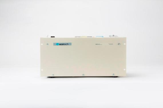 Nullgas Generator Modell 8301LC-7 Ecotech Frontansicht