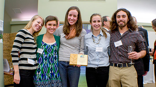 Students hold AASHE award