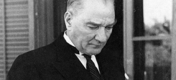 Bir kelime ile ifade etmek gerekirse diyebiliriz ki yeni Türkiye Devleti bir halk devletidir halkın devletidir. Mazi kurumları ise bir şahıs devleti idi şahıslar devleti idi. 1024x469 - Mustafa Kemal Atatürk Resimli Sözler - Atatürk Sözleri Ve Fotoğraf Arşivi, unlu-sozleri, guzel-sozler