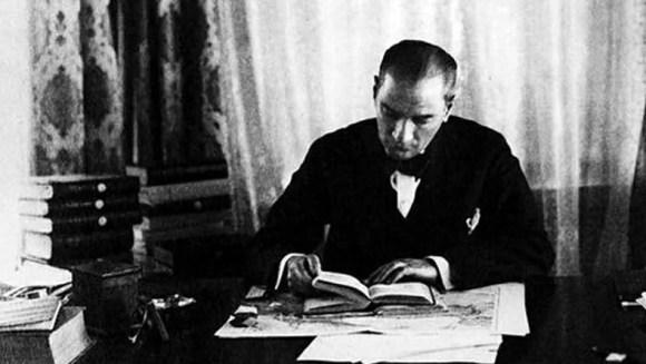 Diktatör insanların iradesini baskı altına alan ve onları itaate mecbur bırakan kimsedir. Ben kalpleri kırmak değil kalpleri kazanmak isterim. - Mustafa Kemal Atatürk Resimli Sözler - Atatürk Sözleri Ve Fotoğraf Arşivi, unlu-sozleri, guzel-sozler