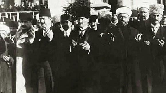 Neşeli olmayan insanlardan iki türlü şüphe edilir. Ya hastadır yâhut o insanın başkalarına bildirmek istemediği bir kuruntusu vardır. 1 - Mustafa Kemal Atatürk Resimli Sözler - Atatürk Sözleri Ve Fotoğraf Arşivi, unlu-sozleri, guzel-sozler