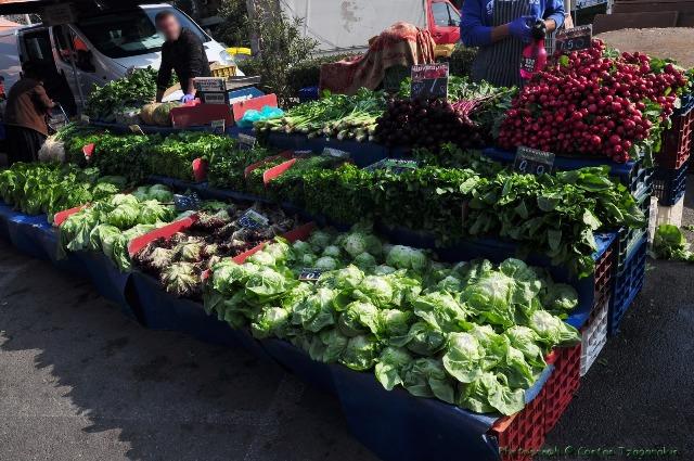600 κιλά τρόφιμα από τη λαϊκή αγορά Κοντόπευκου στο Κοινωνικό Παντοπωλείο