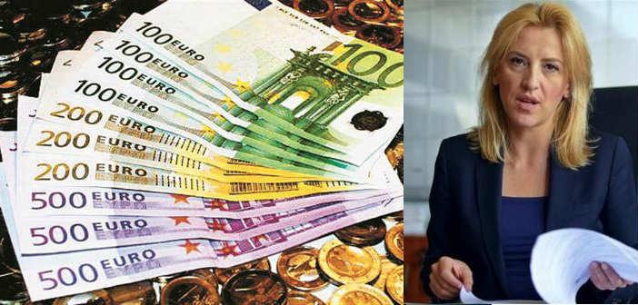 Ρένα Δούρου: «Τρέχει κάτι με το Πρόγραμμα Δημοσίων Επενδύσεων;»