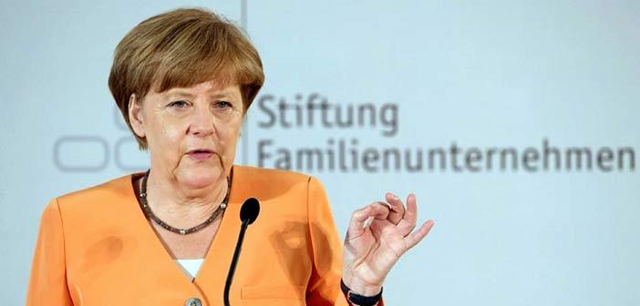 Άνγκελα Μέρκελ: Καμία συζήτηση για νέο πρόγραμμα πριν το δημοψήφισμα