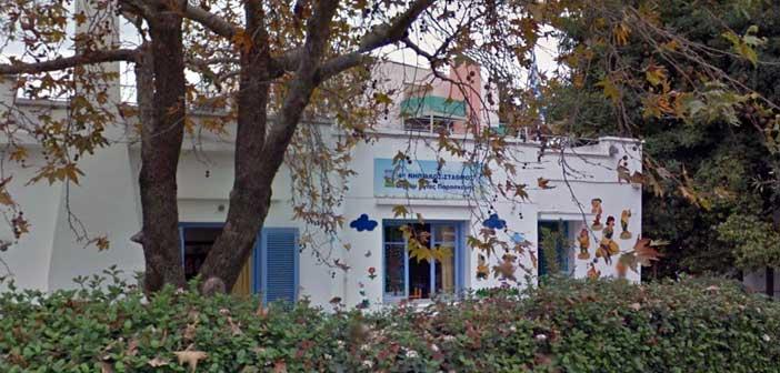 Διαμαρτυρία δημότη για μη εγγραφή παιδιού σε παιδικό σταθμό της Αγ. Παρασκευής