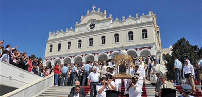 Πλήθος πιστών στην Τήνο για τον εορτασμό της Κοιμήσεως της Θεοτόκου
